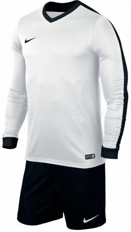 Equipación Nike Striker IV
